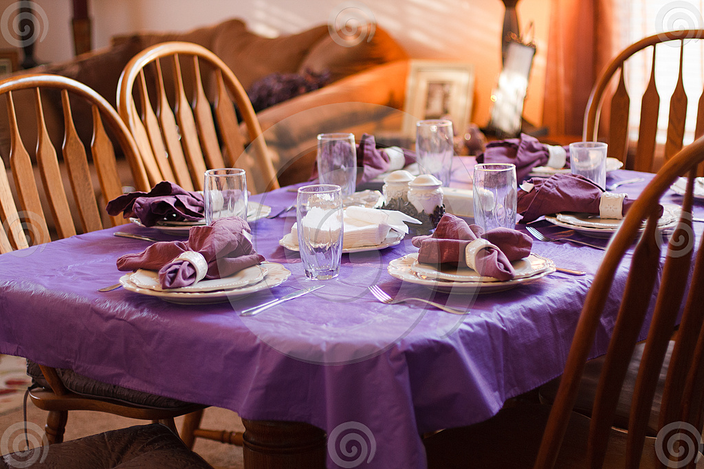 Dinner table purple place setting - Dreamstime comp 27543394